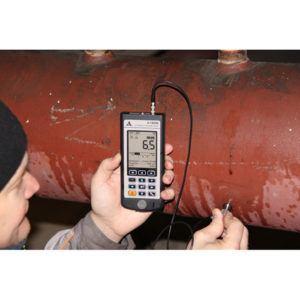 Ультразвуковой толщиномер А1208 в работе.